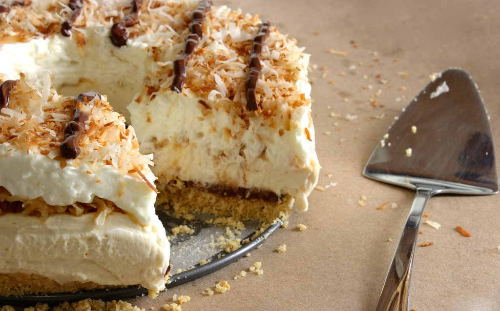 Sliced Samoa cream pie
